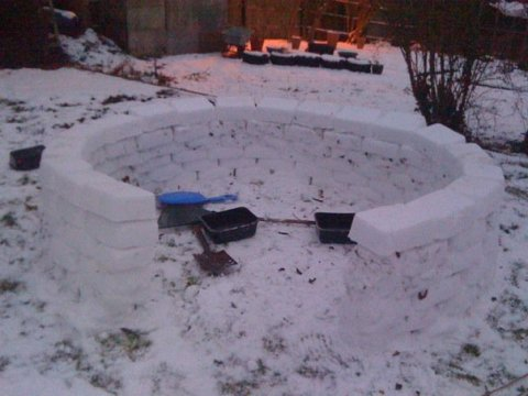 Igloo making